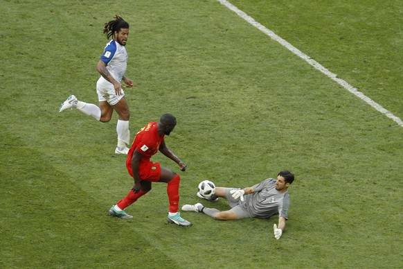 Panama goalkeeper Jaime Penedo, right, blocks a shot from Belgium's Romelu Lukaku, centre, during the group G match between Belgium and Panama at the 2018 soccer World Cup in the Fisht Stadium in Sochi, Russia, Monday, June 18, 2018. (AP Photo/Victor R. Caivano)