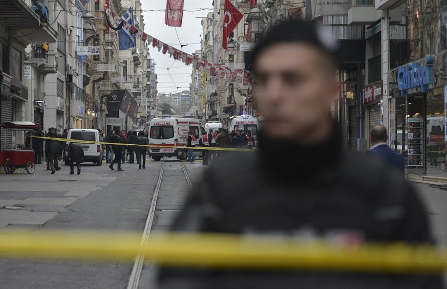 epa05219891 Turkish police and rescue teams at the scene of a suicide bomb attack at Istiklal Street in Istanbul, Turkey, 19 March 2016. According to media reports, two people have died and seven injured in the suicide bomb in Istiklal Street, a main high street in the centre of Istanbul, just off Taksim Square.  EPA/DENIZ TOPRAK