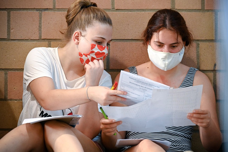 epa08598633 Upper school pupils wearing face masks gather in the sports hall for an information session at the comprehensive school Duisburg-South, Germany, 12 August 2020. 2.5 million pupils in North Rhine-Westphalia are going back to school as of today: After the corona break and the summer holidays, lessons will start again. Distance rules and the wearing of masks are mandatory from grade 5 on - even during school hours.  EPA/SASCHA STEINBACH