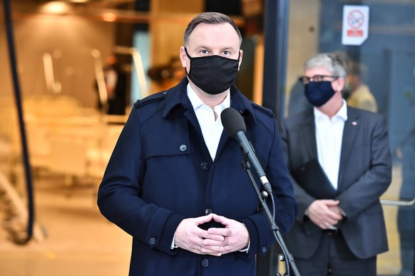 epa08767852 Polish president Andrzej Duda during his visit to the PGE Narodowy stadium in Warsaw, 23 October 2020. In connection with the development of the coronavirus pandemic, a temporary hospital is being built on the spot. There will be about 500 places for the sick.  EPA/Andrzej Lange POLAND OUT