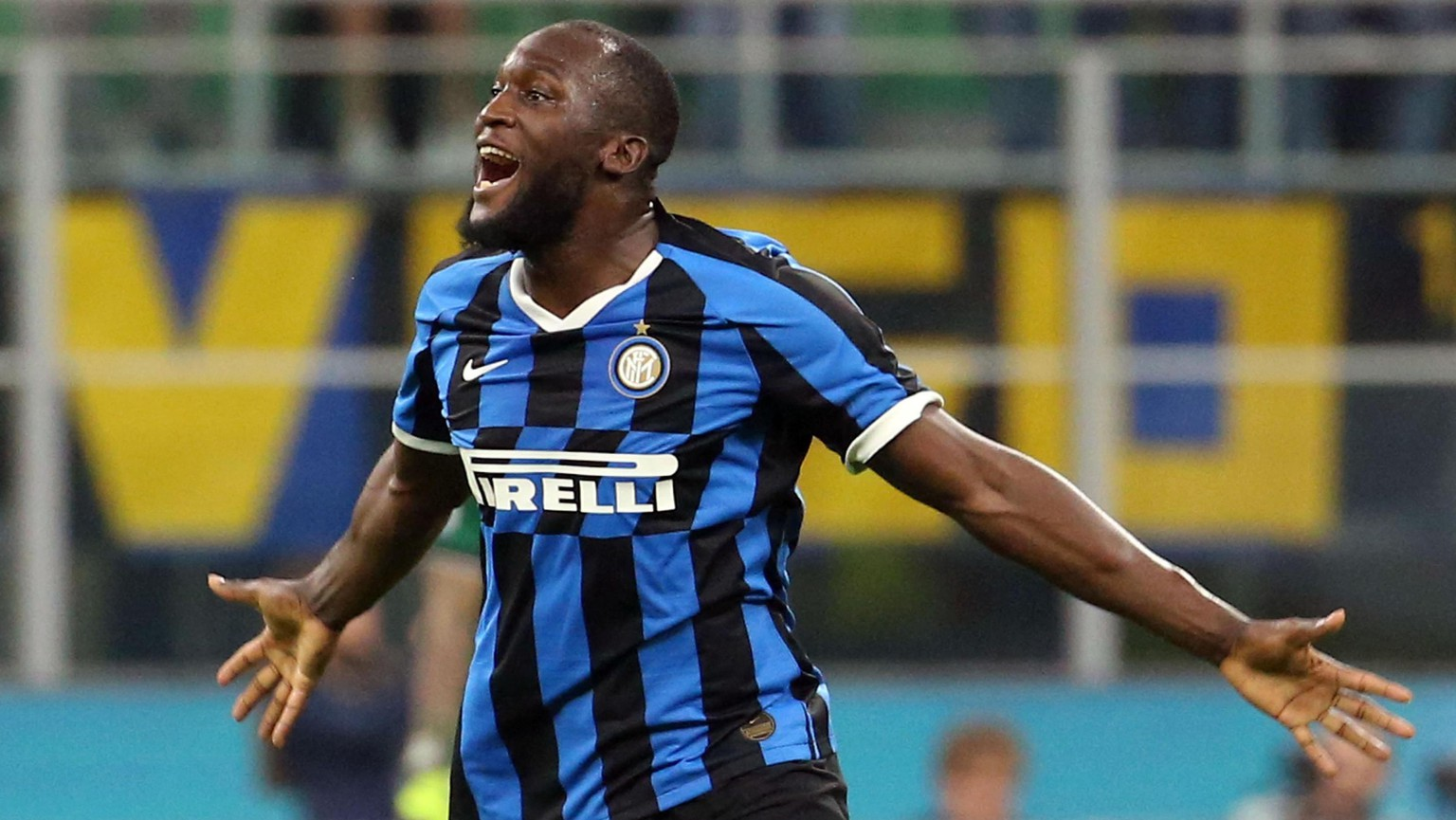 epa07951855 Inter's Romelu Lukaku celebrates after scoring a goal during the Italian Serie A soccer match FC Inter vs Parma Calcio at the Giuseppe Meazza stadium in Milan, Italy, 26 October 2019.  EPA/MATTEO BAZZI