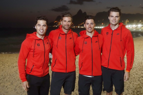 epa05455983 (L-R) Swiss fencers Max Heinzer, Benjamin Steffen, Fabian Kauter and Peer Borsky, stand for a portrait in front of Ipanema beach after a media conference for the Swiss fencing team prior to the Rio 2016 Olympic Summer Games in Rio de Janeiro, Brazil, 04 August 2016.  EPA/PETER KLAUNZER