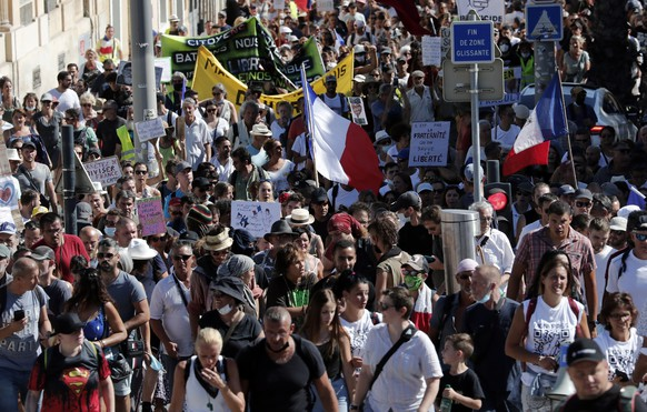 epa09434178 Protesters during a demonstration against the COVID-19 sanitary pass, which grants vaccinated individuals greater ease of access to venues, in Montpellier, France, 28 August 2021. For the seventh consecutive week, thousands of French demonstrators have taken to the streets in several cities across the country to protest against measures to curb the spread of coronavirus.  EPA/GUILLAUME HORCAJUELO