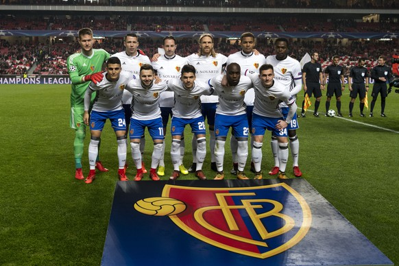 Basel's players pose prior to the UEFA Champions League Group stage Group A matchday 6 soccer match between Portugal's SL Benfica and Switzerland's FC Basel 1893 in Benfica's stadium Estadio da Luz in Lisbon, Portugal, on Tuesday, December 5, 2017. (KEYSTONE/Georgios Kefalas)