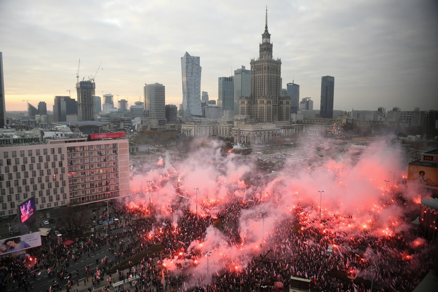 epa07988733 Participants of the March of Independence 2019 gathered in the centre Warsaw, Poland, 11 November 2019. The march will go through the streets of Warsaw towards the National Stadium for the 10th time.  EPA/RADEK PIERUSZKA POLAND OUT