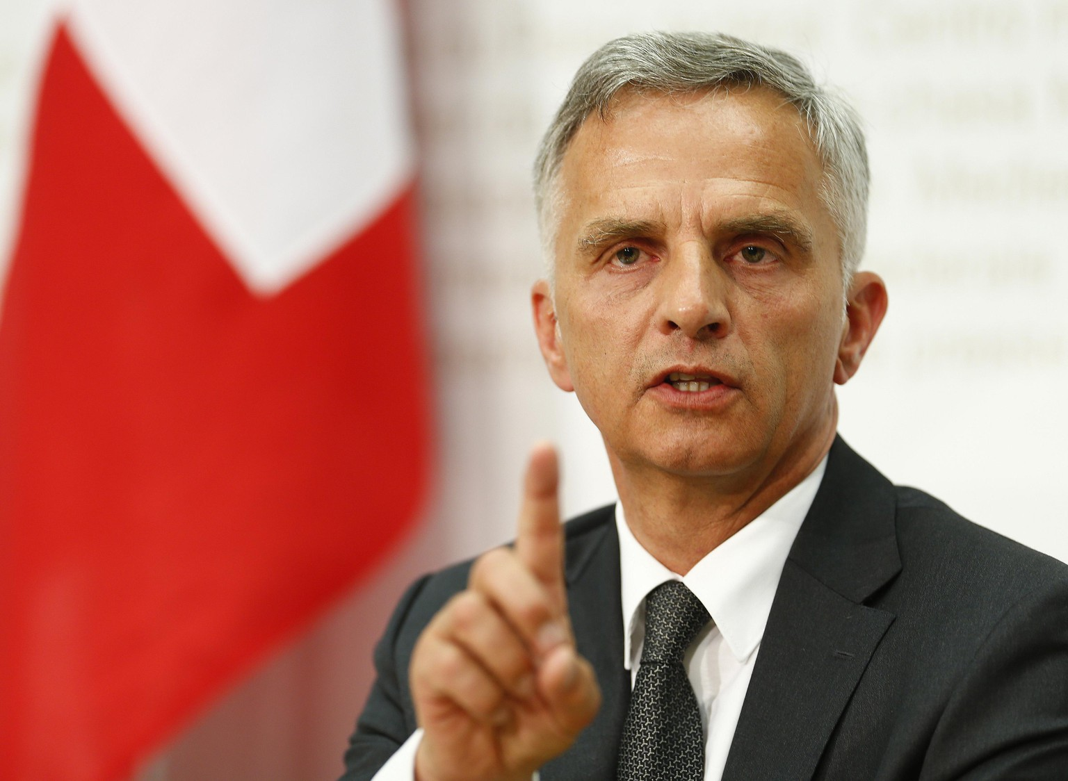 Swiss President and Foreign Minister Didier Burkhalter speaks to the media during a news conference after the weekly meeting of the Federal Council in Bern April 30, 2014. Switzerland will grant workers from Croatia access to its labour market in a bid to kickstart treaty negotiations with the European Union that were frozen after Swiss voters approved curbs on immigration. REUTERS/Ruben Sprich (SWITZERLAND - Tags: POLITICS SOCIETY IMMIGRATION)