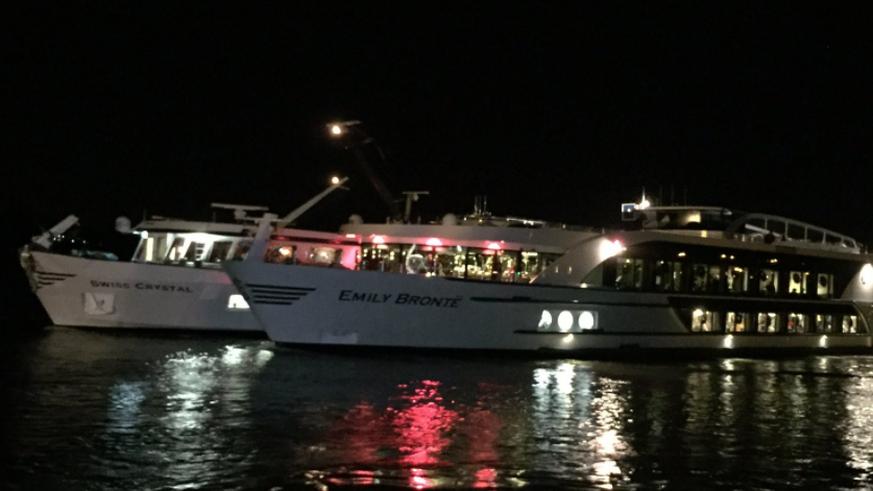 Schiff rammt Brückenpfeiler auf dem Rhein - Fast 30 Verletzte