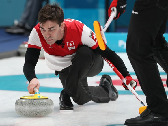 epa06532431 Peter De Cruz of Switzerland in action during Men's Round Robin Session Switzerland against Japan inside the Gangneung Curling Centre at the PyeongChang Winter Olympic Games 2018, in Gangneung, South Korea, 16 February 2018. The PyeongChang 2018 Winter Olympic Games, will run from 09 to 25  EPA/JAVIER ETXEZARRETA