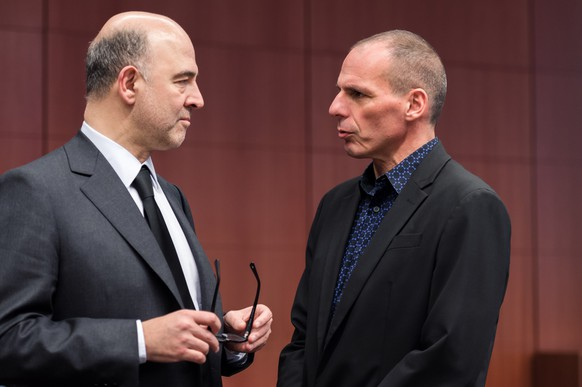 European Commissioner for Economic and Financial Affairs Pierre Moscovici, left, talks with Greek Finance Minister Yanis Varoufakis during a meeting of eurogroup finance ministers at the European Council building in Brussels, Monday March 9, 2015. (AP Photo/Geert Vanden Wijngaert)