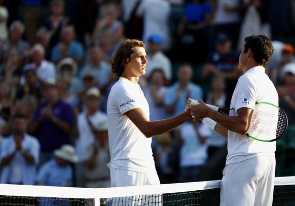 epa06079888 Milos Raonic (R) of Canada celebrates winning against Alexander Zverev (L) of Germany during their fourth round match for the Wimbledon Championships at the All England Lawn Tennis Club, in London, Britain, 10 July 2017.  EPA/NIC BOTHMA EDITORIAL USE ONLY/NO COMMERCIAL SALES