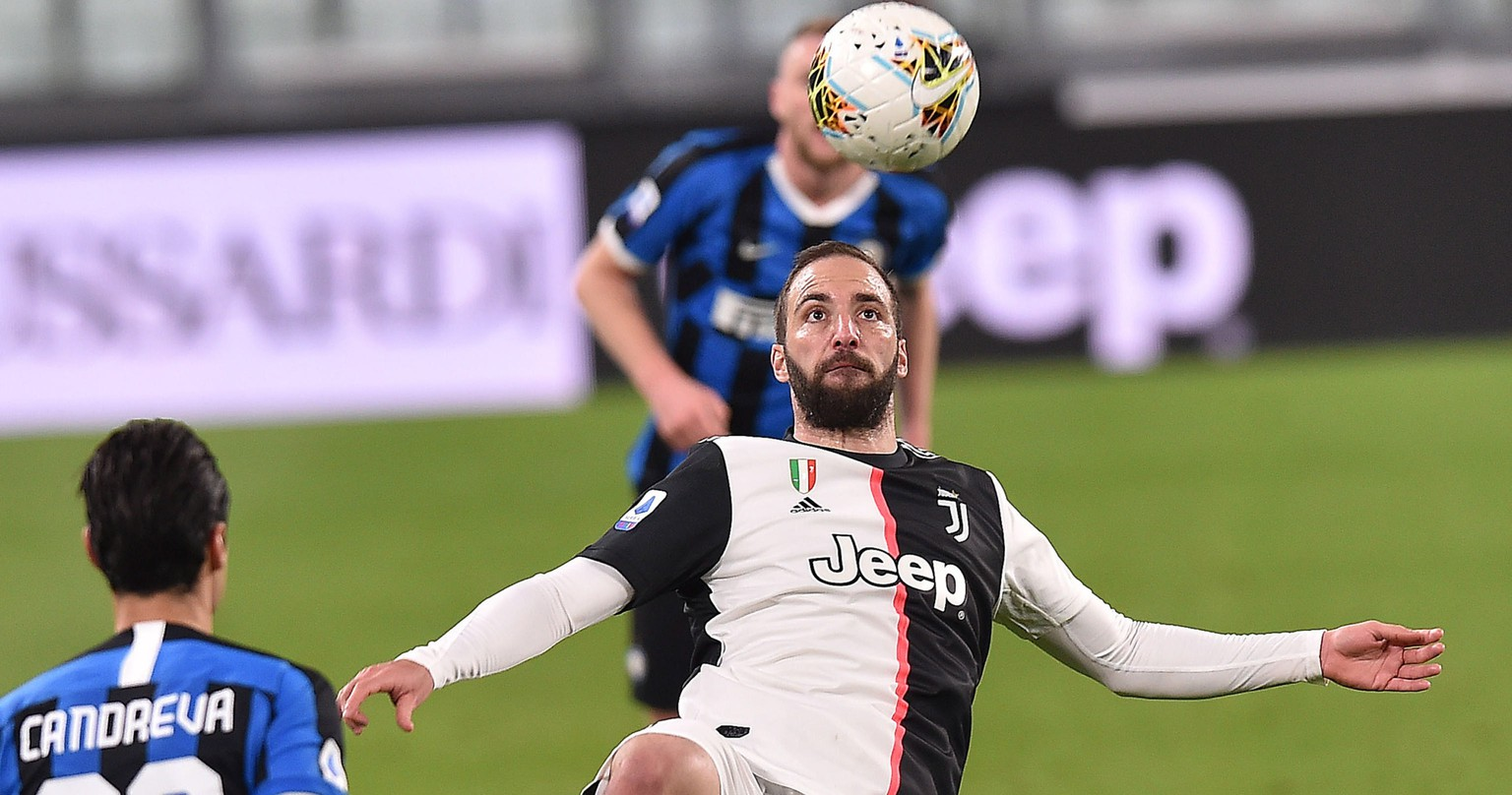 epa08279697 Juventus'  Gonzalo Higuain in action during the Italian Serie A soccer match Juventus FC vs FC Internazionale Milano at the Allianz Stadium in Turin, Italy, 08 March 2020.  EPA/ALESSANDRO DI MARCO
