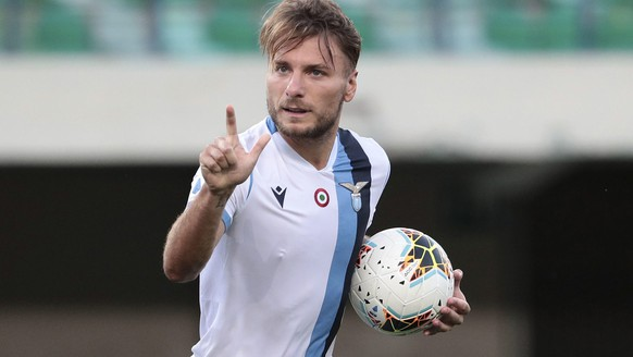 epa08567740 Lazio's Ciro Immobile jubilates after scoring the  1 -1 during the Italian Serie A soccer match Hellas Verona FC vs SS Lazio at Bentegodi stadium in Verona, Italy, 26 July 2020.  EPA/EMANUELE PENNACCHIO