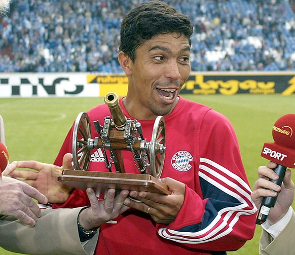 Bayern Munich's Giovane Elber from Brazil gets a cannon trophy for the best scorer of the season in Germany's first division after the last soccer match between Schalke 04 and Bayern Munich at the Arena AufSchalke, Germany, Saturday, May 24, 2003. The match ended 1-0 for Schalke. Elber scored 19 goals during the season. (AP Photo/Martin Meissner)