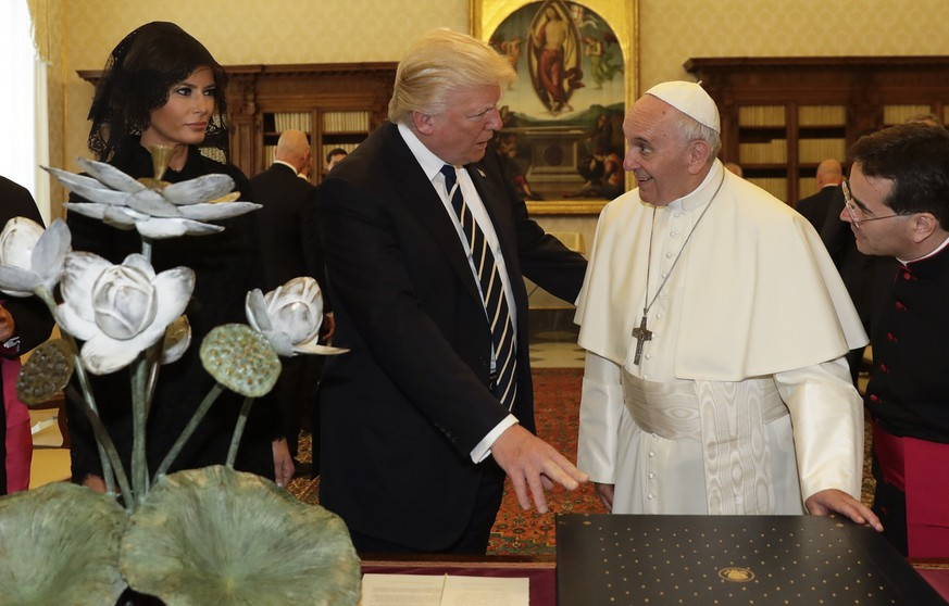 Pope Francis exchanges gifts with President Donald Trump and First Lady Melania Trump, on the occasion of their private audience, at the Vatican, Wednesday, May 24, 2017. (AP Photo/Alessandra Tarantino, Pool)