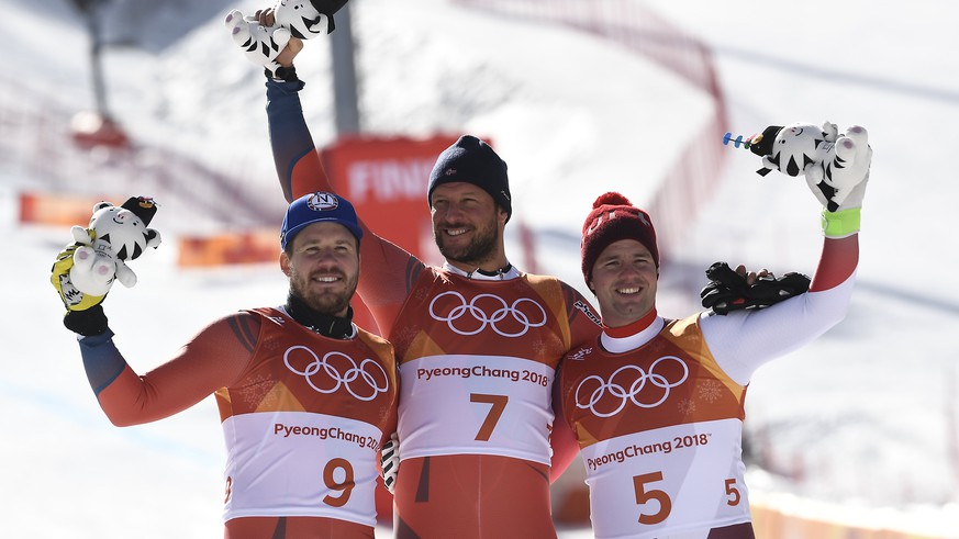 epa06526768 (L-R) Silver medal winner Kjetil Jansrud  of Norway, gold medal winner Aksel Lund Svindal  of Norway and bronze medal winner Beat Feuz of Switzerland pose during the venue ceremony of the Men's Downhill race at the Jeongseon Alpine Centre during the PyeongChang 2018 Olympic Games, South Korea, 15 February 2018.  EPA/FILIP SINGER