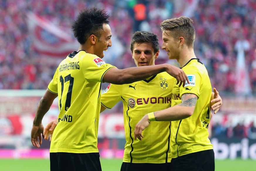 MUNICH, GERMANY - APRIL 12:  Marco Reuss (R) of Dortmund celebrates scoring the second team goal with his team mates Jonas Hofmann (C) and Pierre-Emerick Aubameyang during the Bundesliga match between FC Bayern Muenchen and BVB Borussia Dortmund at Allianz Arena on April 12, 2014 in Munich, Germany.  (Photo by Alexander Hassenstein/Bongarts/Getty Images)