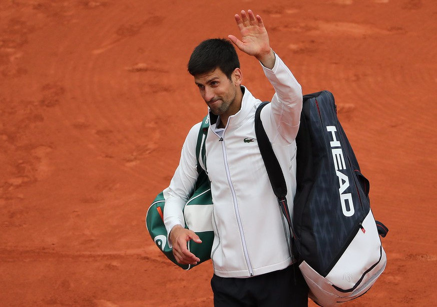 epa06014639 Novak Djokovic of Serbia reacts after losing against Dominic Thiem of Austria during their men's singles quarter final match during the French Open tennis tournament at Roland Garros in Paris, France, 07 June 2017.  EPA/TATYANA ZENKOVICH