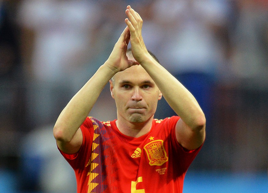fbbaaa5fd33814 epa06855853 Andres Iniesta of Spain applauds fans after the penalty  shootout of the FIFA World Cup