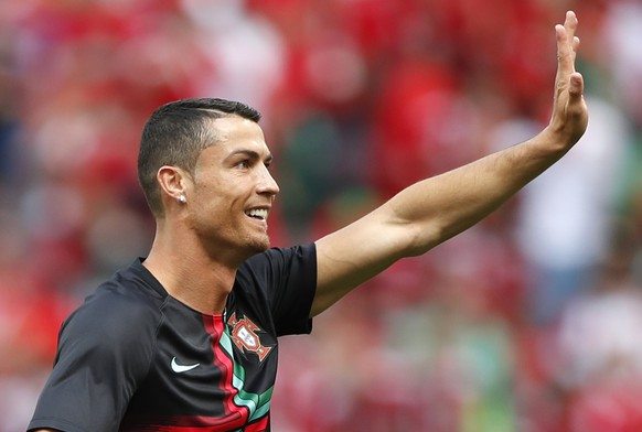 Portugal's Cristiano Ronaldo waves prior the group B match between Portugal and Morocco at the 2018 soccer World Cup in the Luzhniki Stadium in Moscow, Russia, Wednesday, June 20, 2018. (AP Photo/Francisco Seco)