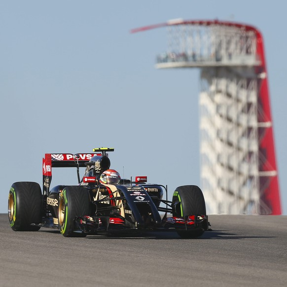 epa04471454 Venezuelan Formula One driver Pastor Maldonado of Lotus F1 Team (R) along with Spanish Formula One driver Fernando Alonso of Scuderia Ferrari (L) comes over the hill during the first practice session at the Circuit of the Americas, in Austin, Texas, USA, 31 October 2014. The United States Formula 1 Grand Prix takes place on 02 November 2014.  EPA/LARRY W. SMITH