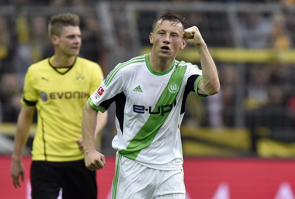 Wolfsburg's Ivica Olic makes a fist after scoring the opening goal during  the German Bundesliga soccer match between Borussia Dortmund and VfL Wolfsburg in Dortmund,  Germany, Saturday, April 5, 2014, 2014. (AP Photo/Martin Meissner)