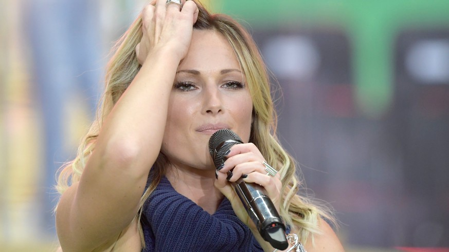 epa05994059 German singer Helene Fischer performs during the German DFB Cup final soccer match between Eintracht Frankfurt and Borussia Dortmund at the Olympic Stadium in Berlin, Germany, 27 May 2017. (ATTENTION: The DFB prohibits the utilisation and publication of sequential pictures on the internet and other online media during the match (including half-time). ATTENTION: BLOCKING PERIOD! The DFB permits the further utilisation and publication of the pictures for mobile services (especially MMS) and for DVB-H and DMB only after the end of the match.)  EPA/CLEMENS BILAN