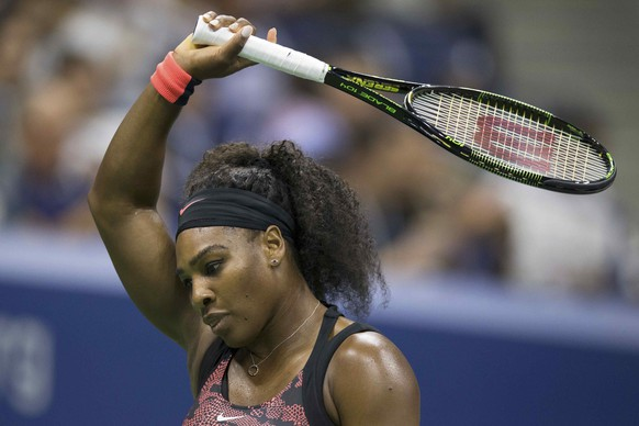 REFILE - CORRECTING HEADLINE - Serena Williams of the U.S. reacts after losing a point in her quarterfinals match against her sister and compatriot Venus Williams at the U.S. Open Championships tennis tournament in New York, September 8, 2015.    REUTERS/Carlo Allegri