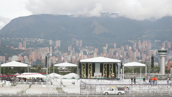 epa06193144 General view of the preparations for a Catholic mass at the Olaya Herrera airport in Medellin, Antioquia, Colombia, 08 September 2017. Pope Francis will officiate an open-air mass at the airport as part of his visit to Colombia.  EPA/Fernando Bizerra Jr.