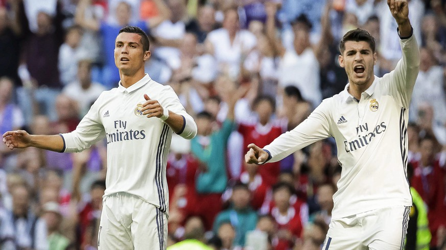 epa05566918 Real Madrid's Portuguese striker Cristiano Ronaldo (L) and Spanish striker Alvaro Morata (R) react during the Spanish Primera Division soccer match between Real Madrid and SD Eibar at Santiago Bernabeu stadium in Madrid, Spain, 02 October 2016.  EPA/EMILIO NARANJO
