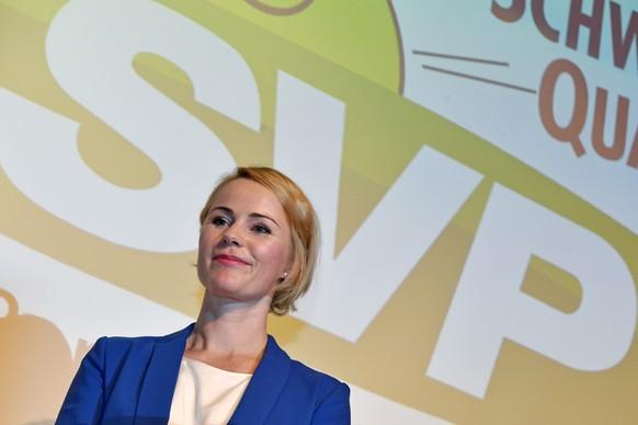 SVP - Nationalraetin Natalie Rickli strahlt nach ihrer Wahl an der SVP - Delegiertenversammlung im Hotel Roessli in Illnau ZH) am Dienstag, 11. September 2018. (KEYSTONE/Walter Bieri)