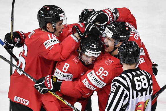 Switzerland's Rafael Diaz, Vincent Praplan and Gaetan Haas, from left, celebrate their second goal during their Ice Hockey World Championship group B preliminary round match between Switzerland and France in Paris, France on Tuesday, May 9, 2017. (KEYSTONE/Peter Schneider)