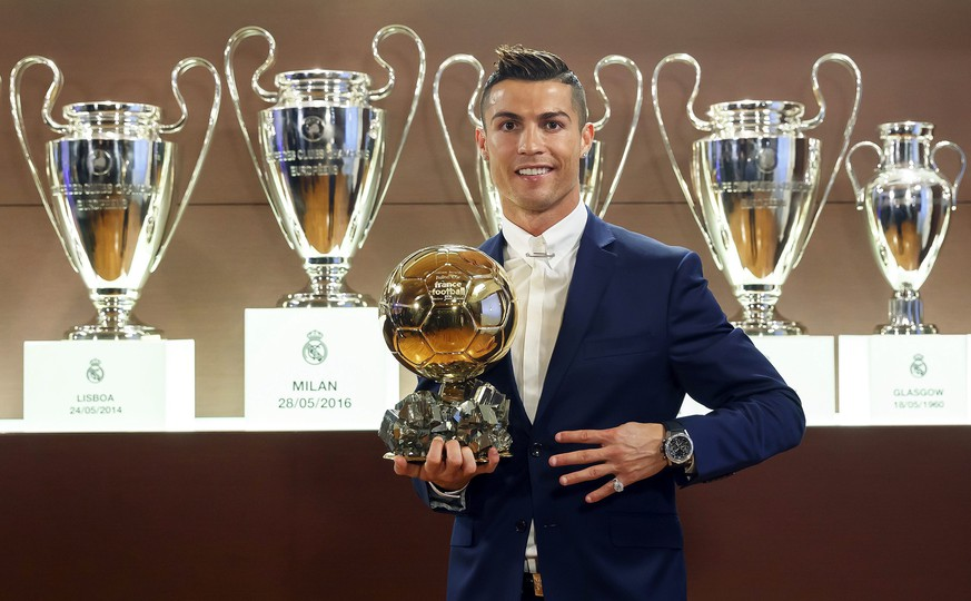 epa05673192 A handout picture provided by France Football on 12 December 2016 of Real Madrid's Portuguese striker Cristiano Ronaldo posing with the Ballon d'Or 2016 trophy at Bernabeu stadium in Madrid, Spain, 08 December 2016.  EPA/ANGEL MARTINEZ - FRANCE FOOTBALL   EDITORIAL USE ONLY/NO SALES