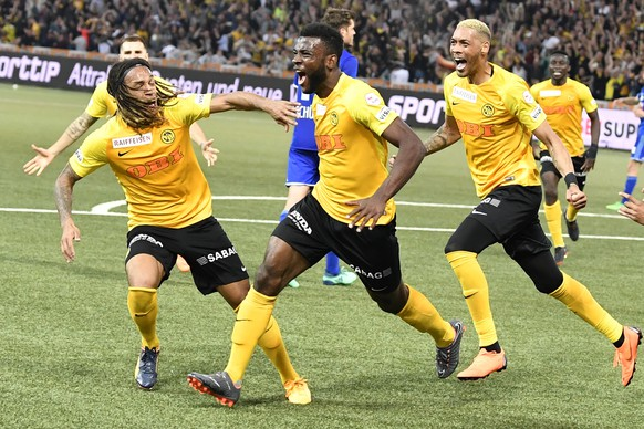 YB's Jean-Pierre Nsame, center, celebrates his winning goal with Kevin Mbabu, left, and Guillaume Hoarau, right,  during their Super League match of BSC Young Boys against FC Luzern, at the Stade de Suisse in Bern, Switzerland, Saturday, April 28, 2018. Bern's Young Boys secure with this victory the national title, for the first time in 32 years. (KEYSTONE/Peter Schneider)