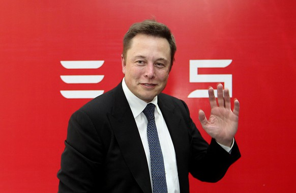 Elon Musk, CEO of Tesla Motors, waves during a news conference to mark the company's delivery of the first batch of electric cars to Chinese customers in Beijing in this April 22, 2014 file photo. Musk is prepared to fire overseas executives, people with knowledge of the matter said, after weak Chinese sales of the company's luxury electric cars cast doubt on his ambitious global expansion plans. To match Exclusive TESLA-CHINA/ REUTERS/Stringer/Files (CHINA - Tags: TRANSPORT BUSINESS EMPLOYMENT) CHINA OUT. NO COMMERCIAL OR EDITORIAL SALES IN CHINA