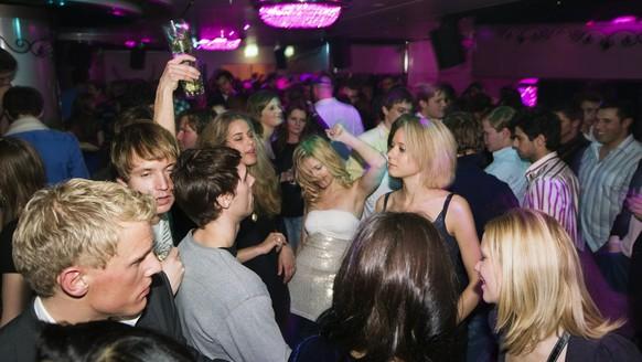 Guests dance the night away at the St. Germain nightclub in Zurich, Switzerland, pictured on June 3, 2008. (KEYSTONE/Martin Ruetschi)  Gaeste tanzen am 3. Juni 2008 im Nachtklub St. Germain in Zuerich, Schweiz. (KEYSTONE/Martin Ruetschi)