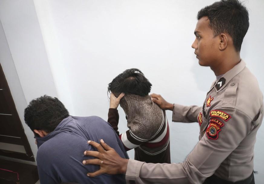 Indonesien: Indonesisches Gericht verurteilt schwules Paar zu Auspeitschung
