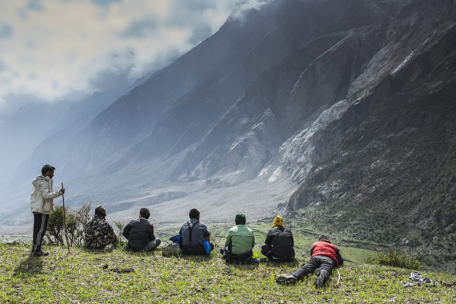 epa04789646 A picture made available 08 June 2015 shows local people watching the site of an landslide caused by an earthquake in Langtang valley, Nepal, 04 June 2015. Nepalese army have started a search operation to recover over 50 dead bodies from a landslide triggered in April. According to reports, Langtang is believed to be one of the worst hit places in Nepal after a landslide triggered by the earthquake buried all buildings and killing more than 200 hundred people including foreign trekkers.  EPA/SAMIR JUNG THAPA