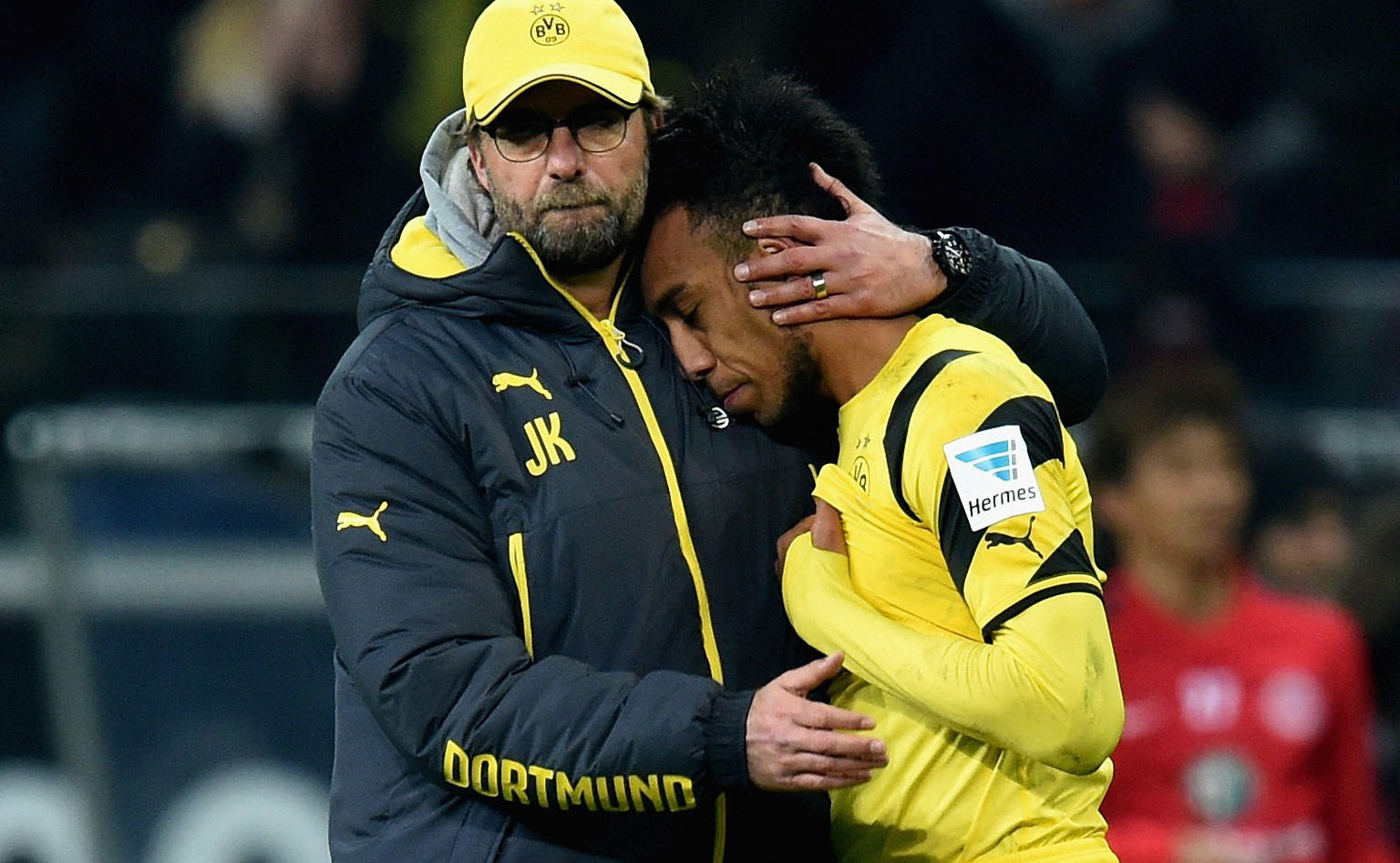 FRANKFURT AM MAIN, GERMANY - NOVEMBER 30:  Juergen Klopp of Borussia Dortmund and Pierre-Emerick Aubameyang look dejected after the Bundesliga match between Eintracht Frankfurt and Borussia Dortmund at Commerzbank-Arena on November 30, 2014 in Frankfurt am Main, Germany.  (Photo by Matthias Hangst/Bongarts/Getty Images)