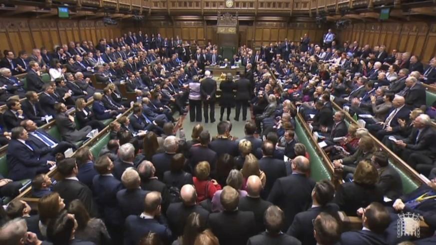 Viel los im britischen Parlament.  Bild AP  PA