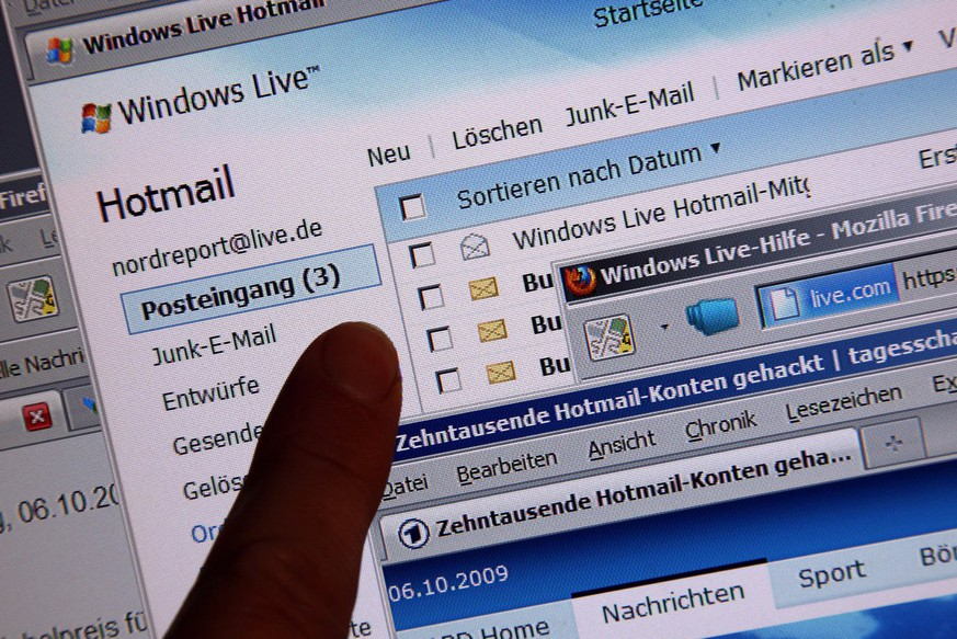 epa01888078 An index finger points on the in-box of a Hotmail account in Schwerin, Germany, 06 October 2009. Hotmail's parent group Microsoft confirms that tens of thousands of European Hotmail accounts were hacked and the according data published on the internet. According to BBC, those accounts starting with A and B of the domains hotmail.com, msn.com and live.com were hacked, Hotmail users are called to reset their passwords.  EPA/JENS BUETTNER