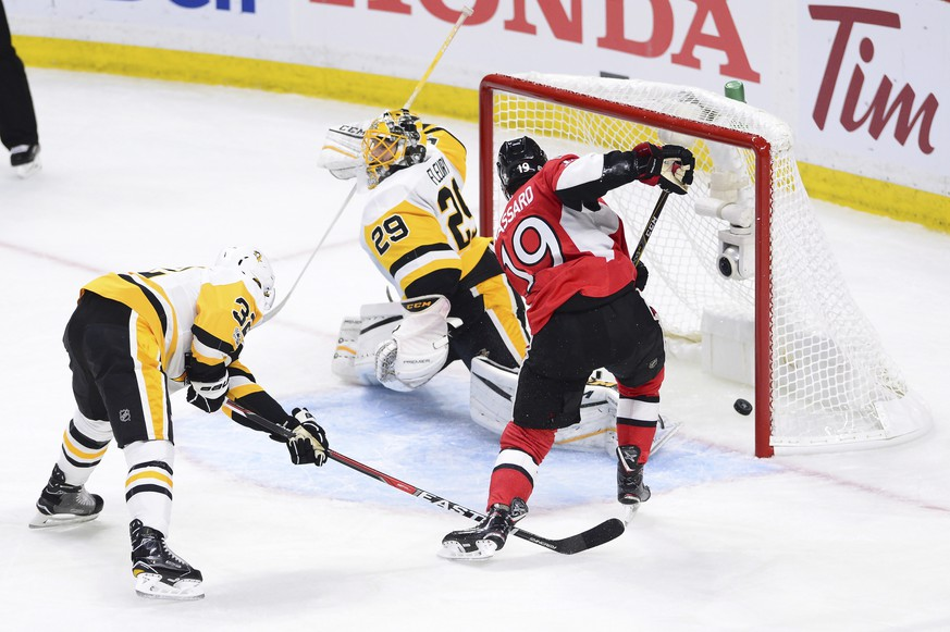 Ottawa Senators centre Derick Brassard (19) scores against Pittsburgh Penguins goalie Marc-Andre Fleury (29) as defenseman Mark Streit (32) tries to defend during the first period of game three of the Eastern Conference final in the NHL Stanley Cup hockey playoffs in Ottawa on Wednesday, May 17, 2017. (Sean Kilpatrick/The Canadian Press via AP)