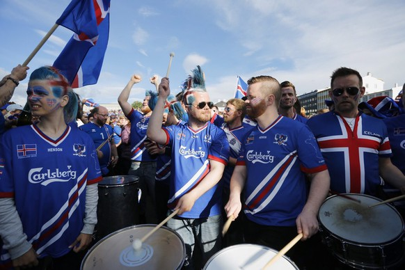 epa05406265 Iceland supporters during the public viewing in Reykjavik, Iceland, 03 July 2016, of the UEFA EURO 2016 quarter final match between France and Iceland.  EPA/EYTHOR ARNASON ICELAND OUT