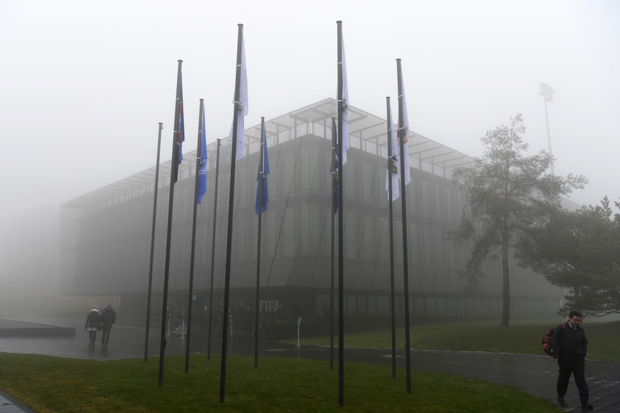 Exterior view of the FIFA Headquarters 'Home of FIFA' in Zurich, Switzerland, Thursday 3, December 2015. Swiss police carried out raids against FIFA officials in connection with corruption investigations, the football's international governing body said. FIFA said it 'will continue to co-operate fully' after police made arrests at a Swiss hotel used by its officials for a second time this year. A two-day meeting of FIFA's executive committee is taking place in the in Zurich. (KEYSTONE/Walter Bieri)