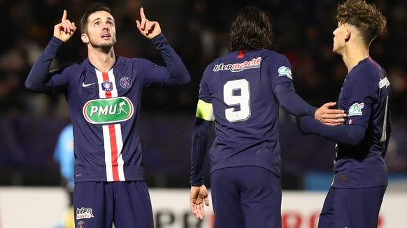 epa08105344 Paris Saint Germain's Pablo Sarabia (L) reacts after scoring the French Cup round of 32 soccer match between Linas-Montlhery and Paris Saint-Germain, in Bondoufle, near Paris, France, 05 January 2020.  EPA/CHRISTOPHE PETIT TESSON
