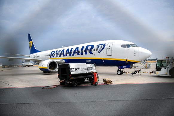 epa06937651 A Ryanair airplane stands on the tarmac at the Niederrhein airport in Weeze, Germany, 09 August 2018. A German pilots' union has called on its members to join a strike on 10 August 2018. Hundreds of Ryanair flights will be cancelled starting 10 August in Europe as other Ryanair pilots from Sweden, Ireland and Belgium will be on strike too.  EPA/SASCHA STEINBACH