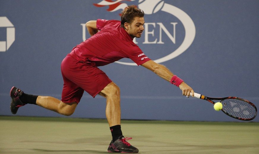 epa05519475 Stan Wawrinka of Switzerland hits a return to Alessandro Giannessi of Italy on the fourth day of the US Open Tennis Championships at the USTA National Tennis Center in Flushing Meadows, New York, USA, 01 September 2016.  The US Open runs through September 11.  EPA/JOHN G. MABANGLO