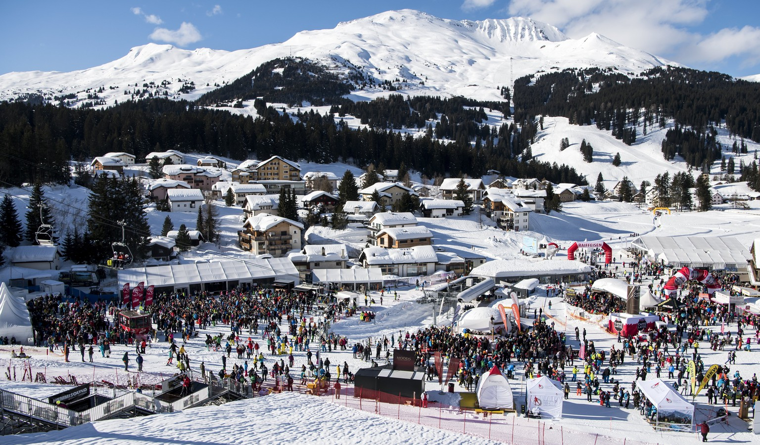 epa06478132 General view of the finish area during the second run of the women's Giant Slalom race at the FIS Alpine Skiing World Cup event in Lenzerheide, Switzerland, 27 January 2018.  EPA/JEAN-CHRISTOPHE BOTT