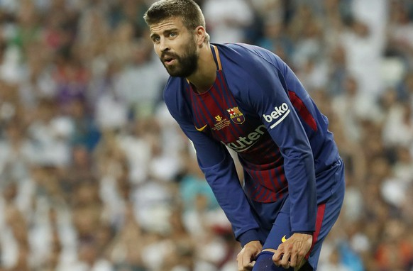 epa06147774 FC Barcelona's defender Gerard Pique during Spain's Super Cup second leg final match between Real Madrid and FC Barcelona at the Santiago Bernabeu stadium in Madrid, Spain, 16 August 2017.  EPA/Chema Moya