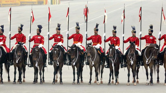 epa05133551 Indian president guard seen as Indian President Pranab Mukherjee arrives ( not seen)  to attend the annual military ceremony 'Beating the Retreat' at Rajpath in New Delhi, India, 29 January 2016.  Beating the Retreat is a tradition in which military bands perform during the closing of Republic Day celebrations.  EPA/HARISH TYAGI