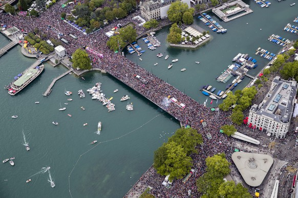 "Aerial view of the annual technoparade ""Street Parade"" in the city center of Zurich, on Saturday, August 12, 2017, in Zurich, Switzerland. (KEYSTONE/Christian Merz)"